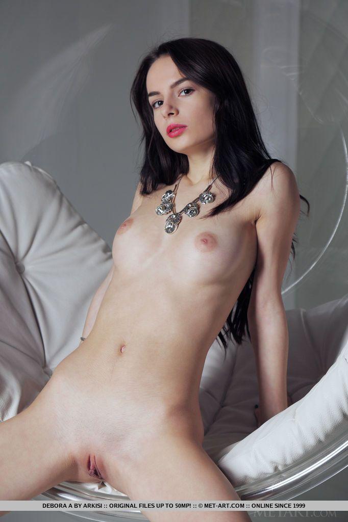 Mulher pelada novinha e magrinha se exibindo