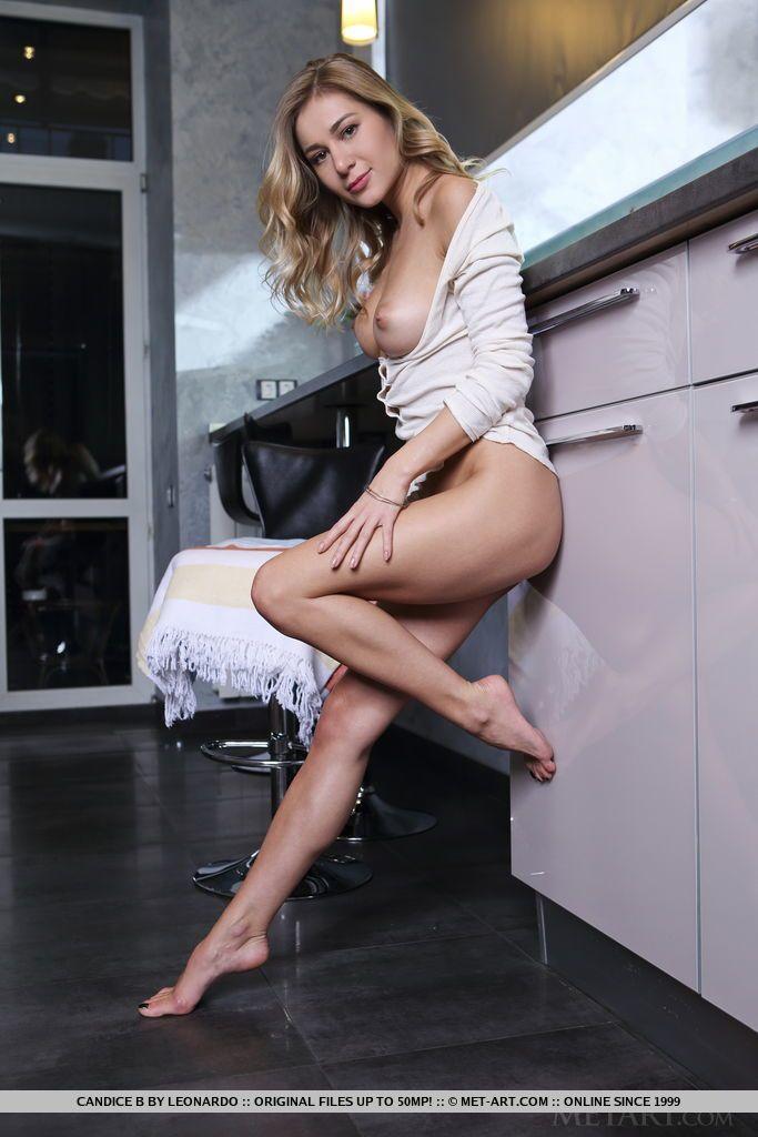 Fotos de loirinha gostosa com peitos lindos
