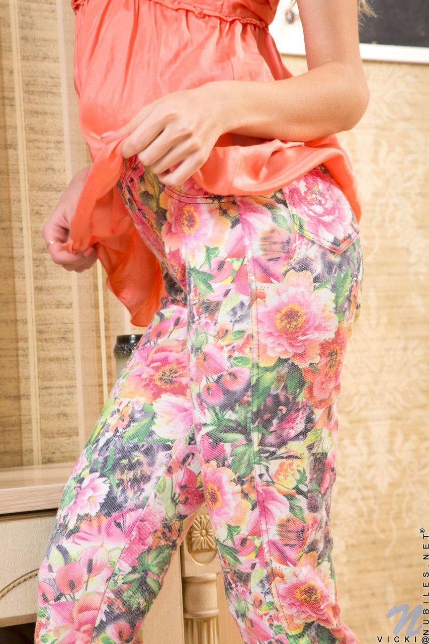 Fotos de buceta rosada e raspadinha de uma linda novinha